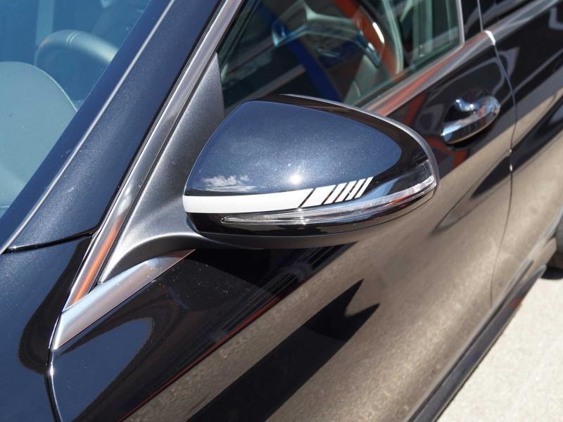 Seitenspiegel eines AMG C63 nach Teilfolierung
