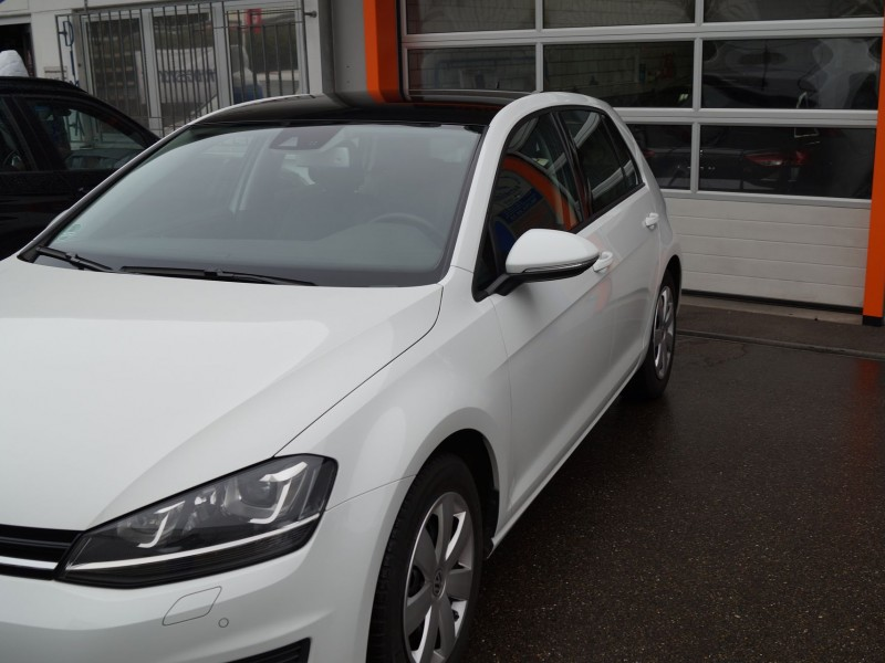 Golf 7 Dach foliert in Schwarz Metallic.
