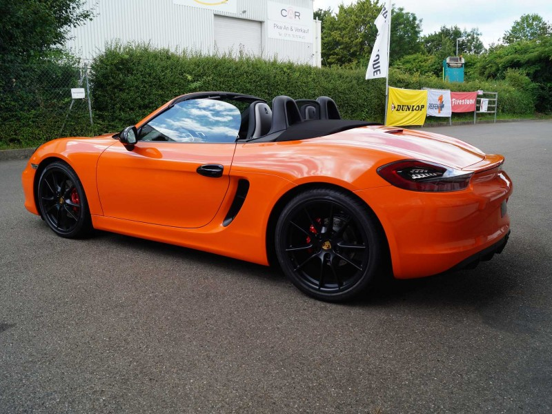 Porsche Boxster GTS in orange nach Car Wrapping