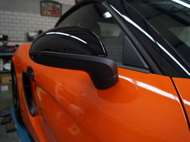 Seitenspiegel von Porsche Boxster GTS in orange nach Car Wrapping