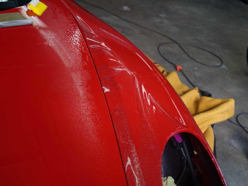 Motorhaube seitlich roter Porsche GTS mit Lackschutz-Folierung