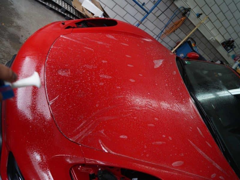 Motorhaube roter Porsche GTS mit Lackschutz-Folierung