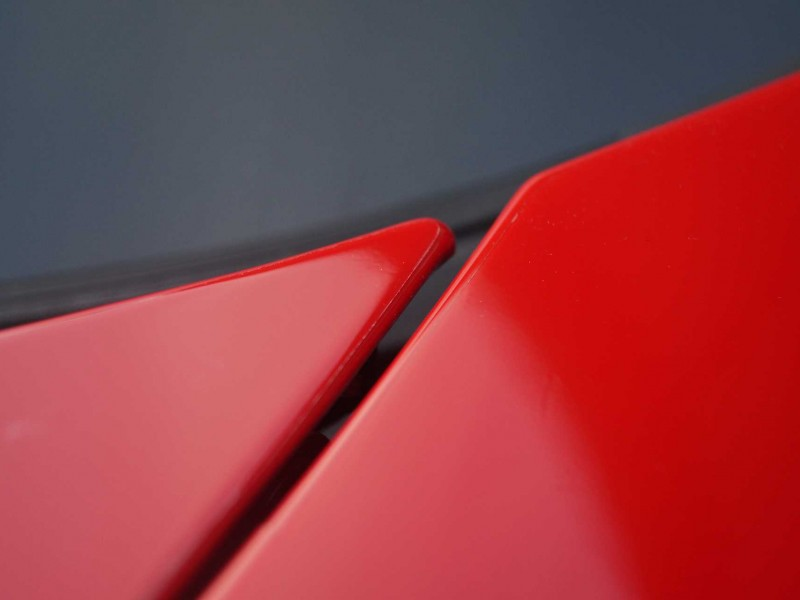 Übergang Motorhaubendeckel roter Porsche GTS mit Lackschutz-Folierung