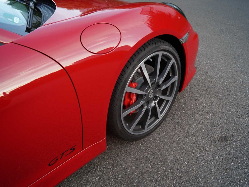 Seitenansicht rechts roter Porsche GTS mit Lackschutz-Folierung