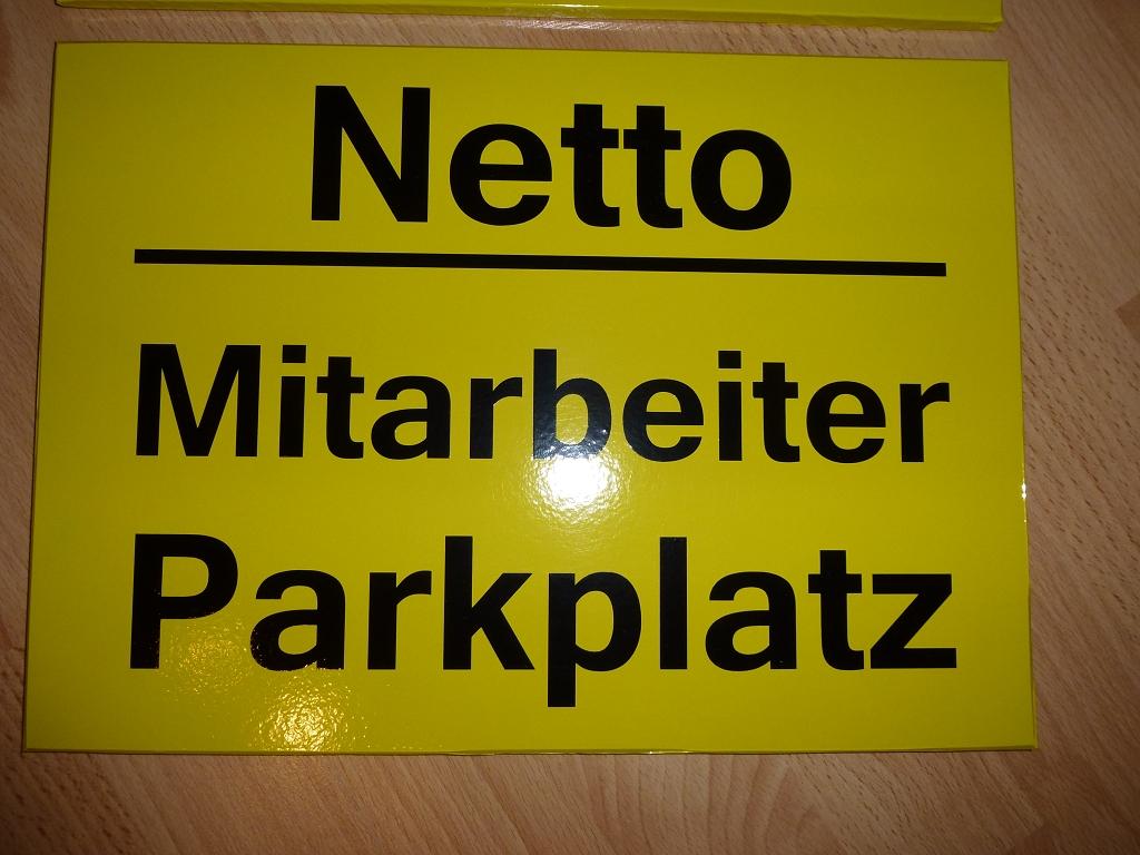 Gelbes Schild foliert von Sticker-Werk