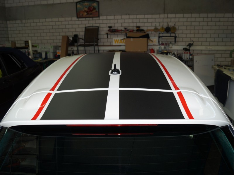 Dach von Scirocco GTS nach Teilfolierung mit Rallystreifen